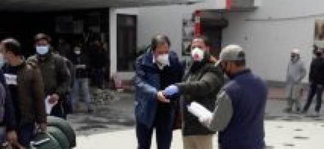 COVID-19: 78 people walk home after completing quarantine in Srinagar hotel