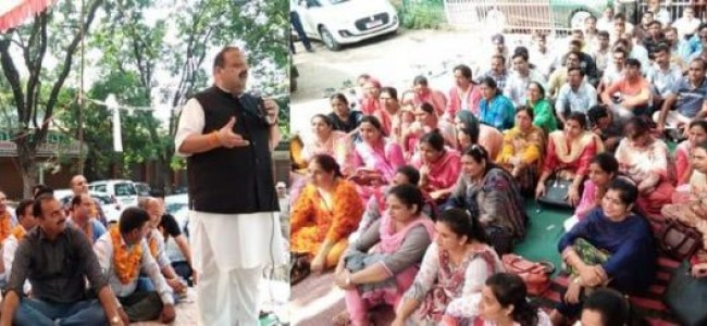Rana sits on dharna as mark of solidarity with striking SSA teachers