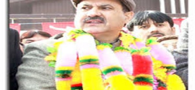 A deserter has no right to lecture us: Showkat Mir