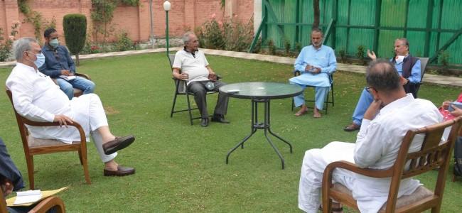 Newspaper editors' fraternity calls on Advisor Khan, project demands