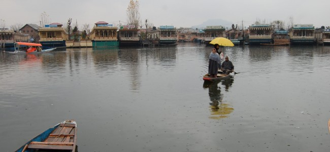 Life in Dal Lake during rains and snow
