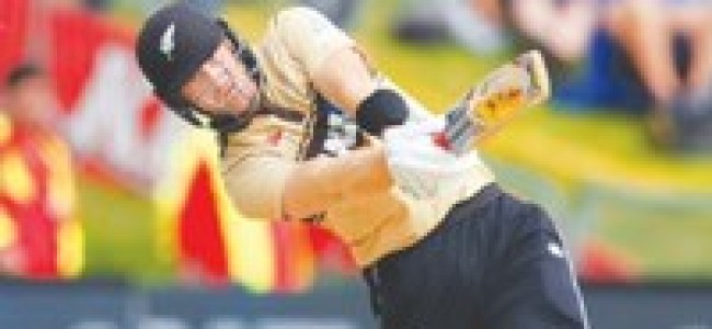 Guptill returns to form as NZ edge Australia