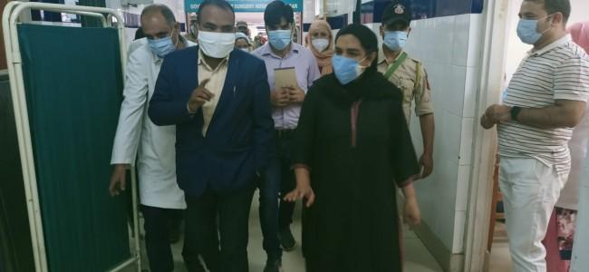 Div Com visits various Srinagar Hospitals