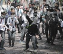 Violent clashes in Srinagar:Pic by:Mudasir Khan